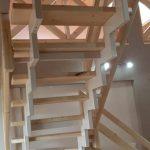 kovové interiérové schody s drevenými nášľapmi
