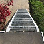 kovové nášlapy schodov na terasu