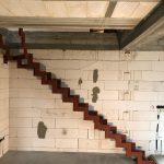 bočný pohľad interiérových schodov na mieru