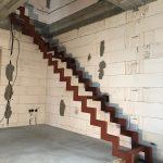 základná konštrukcia interiérového schodiska bez farby
