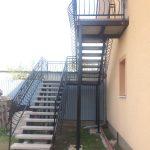 dizajnové zábradlie schodov na mieru v exteriéri