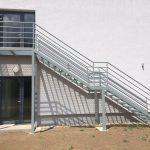 jednoduché exteriérové schody na mieru na prvé poschodie rodinného domu