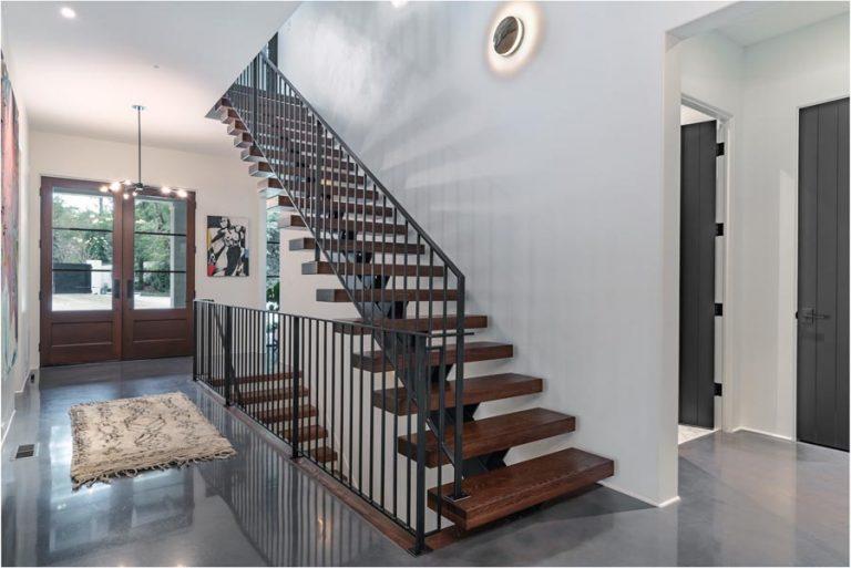 interierove schody na mieru s drevenými šľapákmi